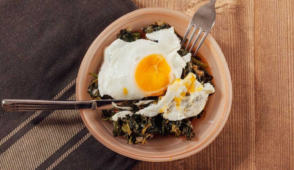 demir emilimi için ıspanaklı yumurta