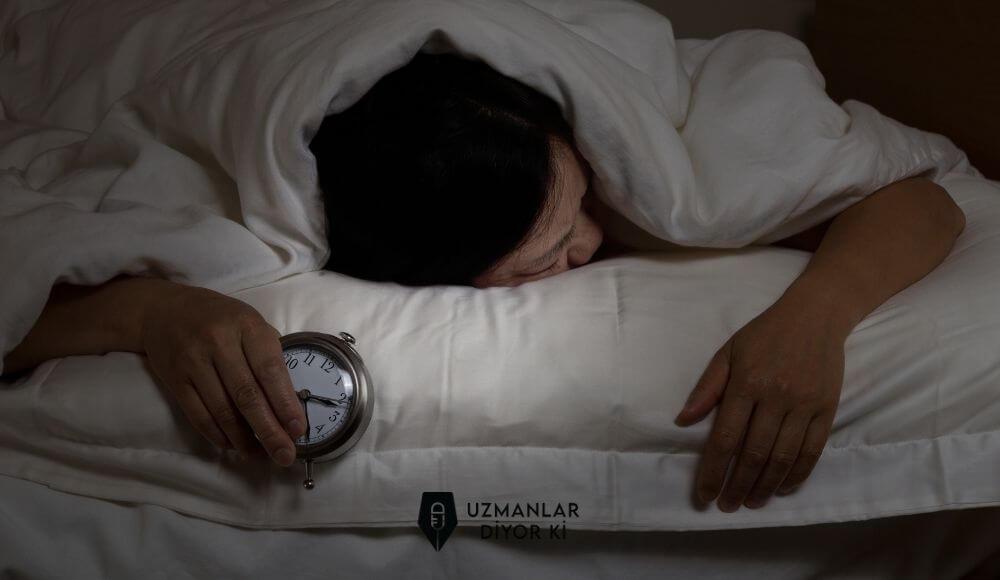 uyku felci kimlerde görülür