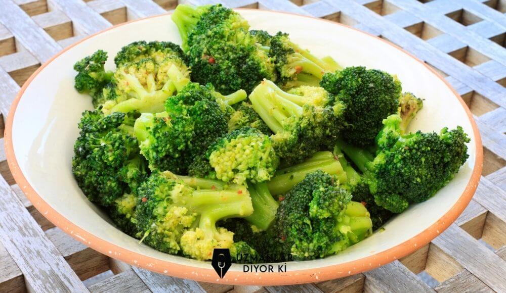 sarımsak Soslu Brokoli Salatası tarifi